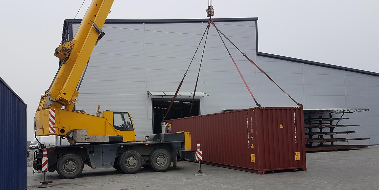 crane-lifting-the-container
